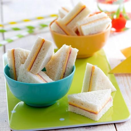 Clubs sandwiches garnis jambon cheddar